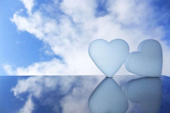 心臓模型青空背景